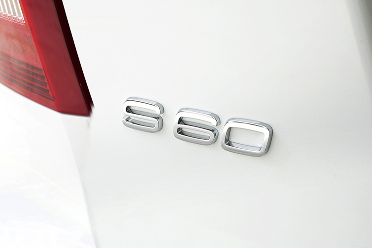 volvo s60 r-design badge