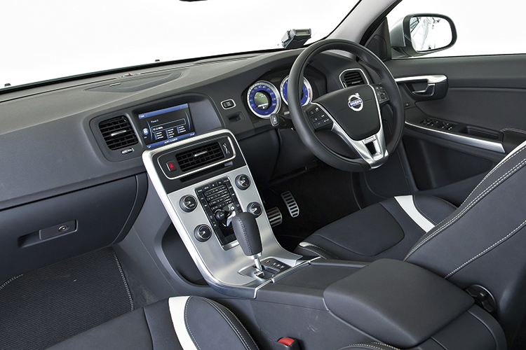 volvo s60 r-design cockpit