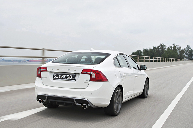 volvo s60 r-design rear tracking