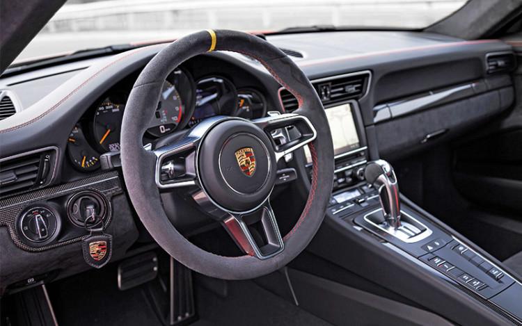 911-GT3-RS_cockpit