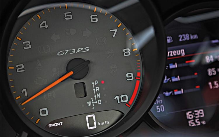 911-GT3-RS_tachometer
