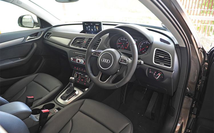 Audi-Q3_cockpit