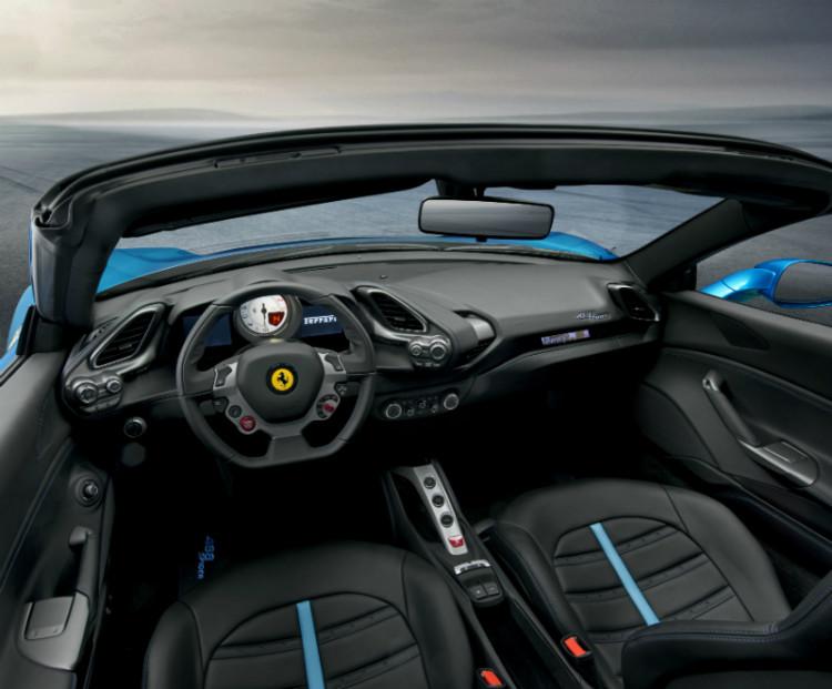 Ferrari 488 Spider_cockpit