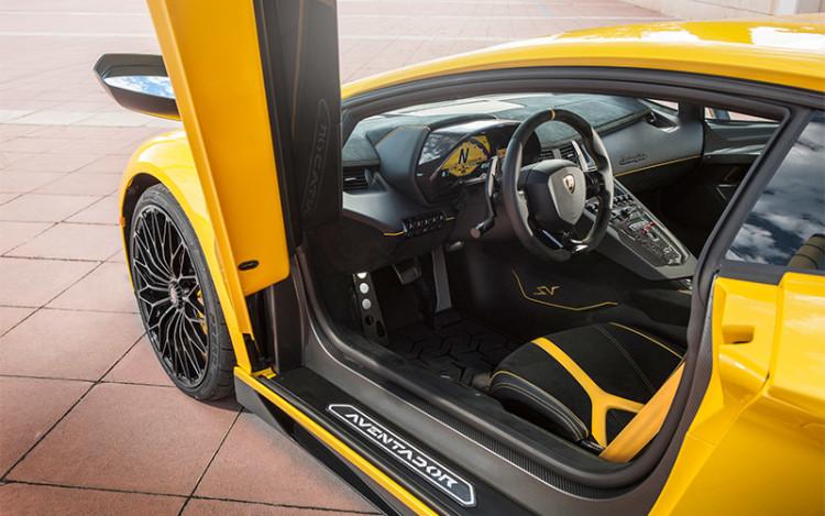 Lamborghini-Aventador-Superveloce_cockpit
