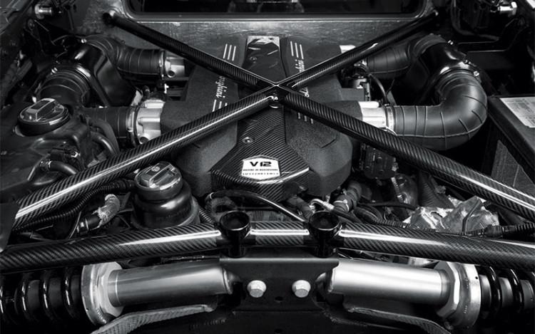 Lamborghini-Aventador-Superveloce_engine