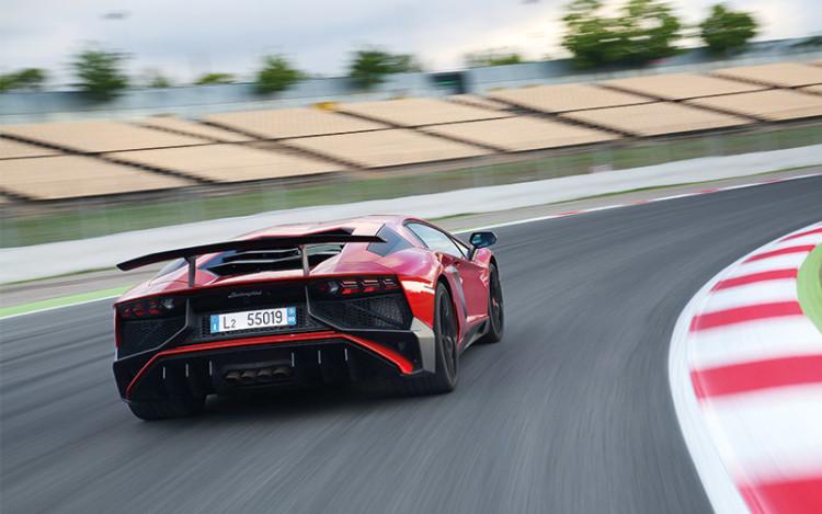 Lamborghini-Aventador-Superveloce_rear-tracking