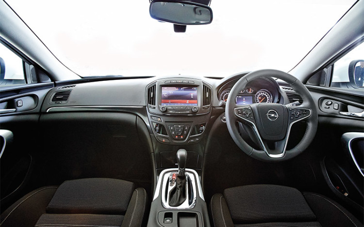 Opel-Insignia_cockpit