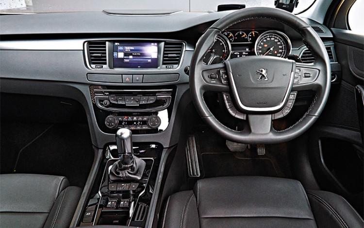Peugeot-508_cockpit