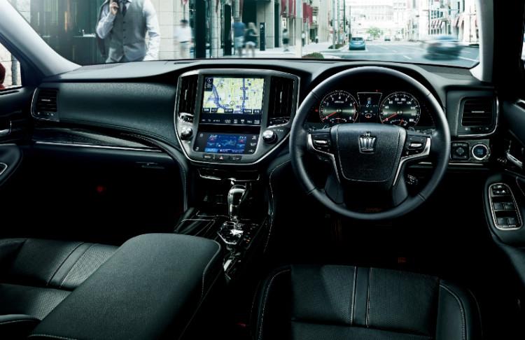 Toyota Crown_cockpit