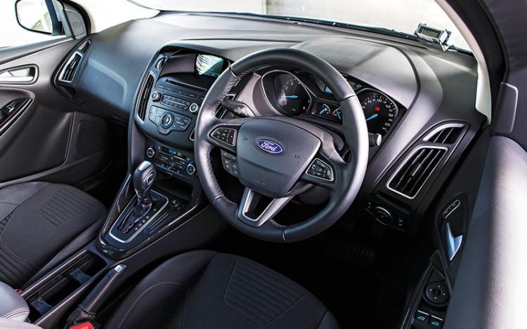 Ford-Focus_cockpit