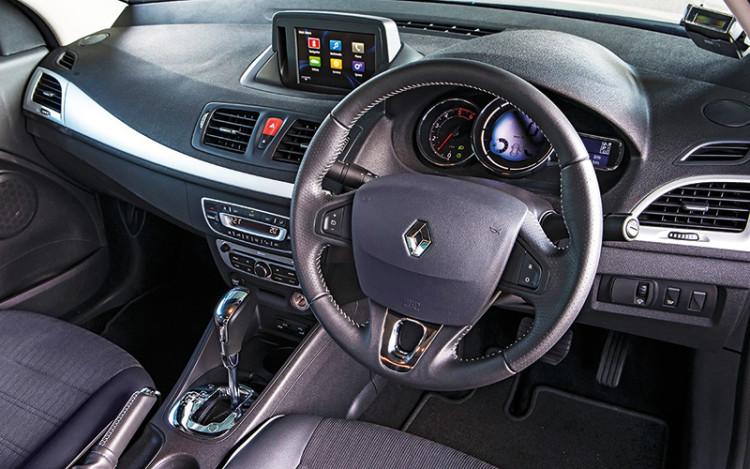 Renault-Fluence_cockpit