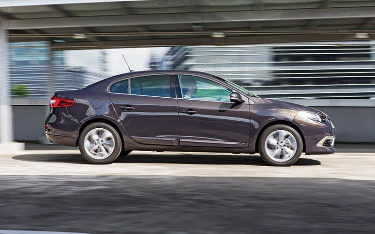 Renault-Fluence_panning
