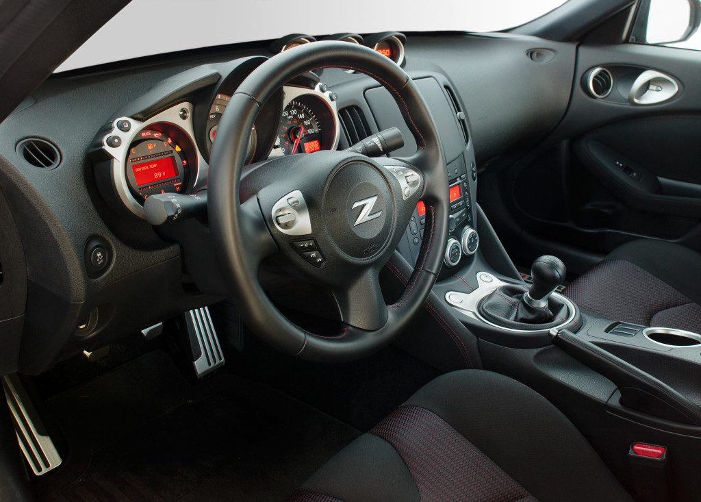 nissan, 370z, nissan 370z, synchro rev control, heel-and-toe shifting, heel-and-toe downshifting pic3