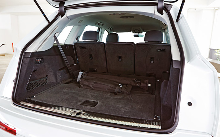 The Q7's 770-litre boot (in five-seater mode) is more useful than the XC90's 721-litre boot.