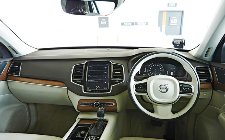 The XC90's cockpit is more user-friendly than the Q7's.
