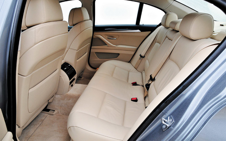 New cabin is roomier than before, with its amenities and qualities closer than ever to the 7 Series.