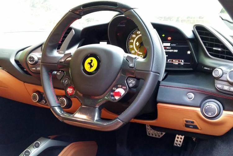 Ferrari 488 GTB_cockpit