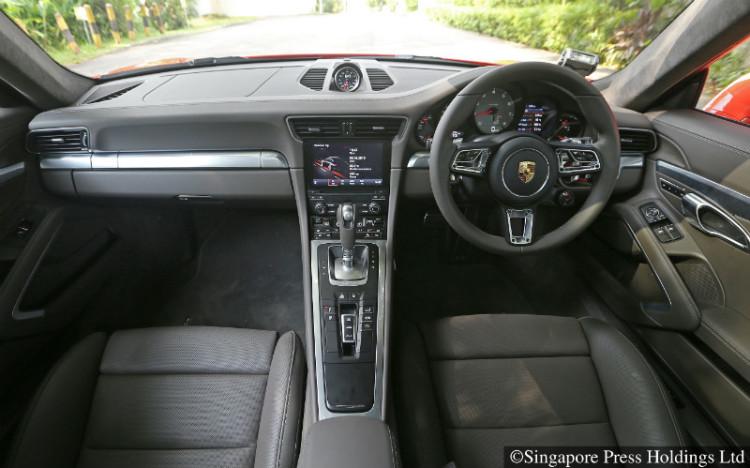 Porsche 911_cockpit