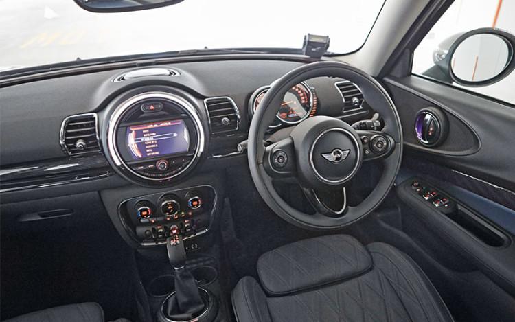 new mini clubman cockpit