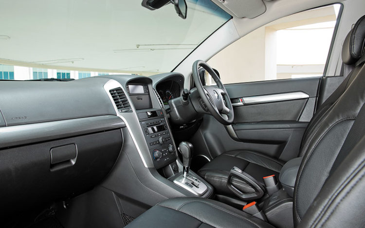 "CAPTIVA - Comfortable leather, ""gentle"" armrests and practical pockets, but cockpit feels less expensive than the Kia and less expansive than the Hyundai."