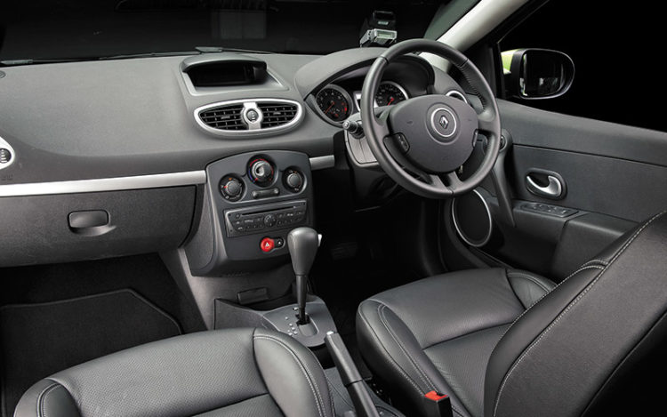 CLIO - Relaxed driving position and restful door armrest make the Clio a cruiser's choice. Driver's seat has softest cushioning and clearest views.