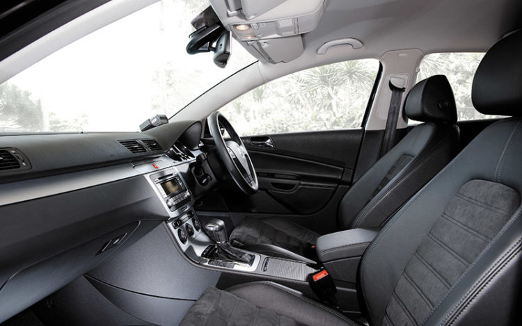 PASSAT - Front seats serve up style and support in equal measure, with fabulous Alcantara-cum-leather trim.
