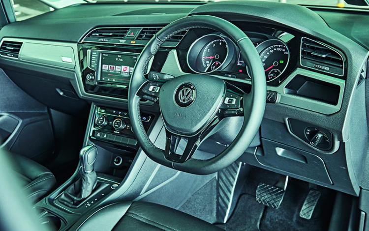 vw-touran-cockpit