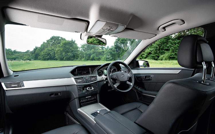 E350 - Offers the best all-round visibility with its relatively low bonnet, expansive windows and big mirrors. Tops in everyday practicality, too, with a commodious centre console and storage boxes beneath the front seats, which are both equipped with three-position memory settings.