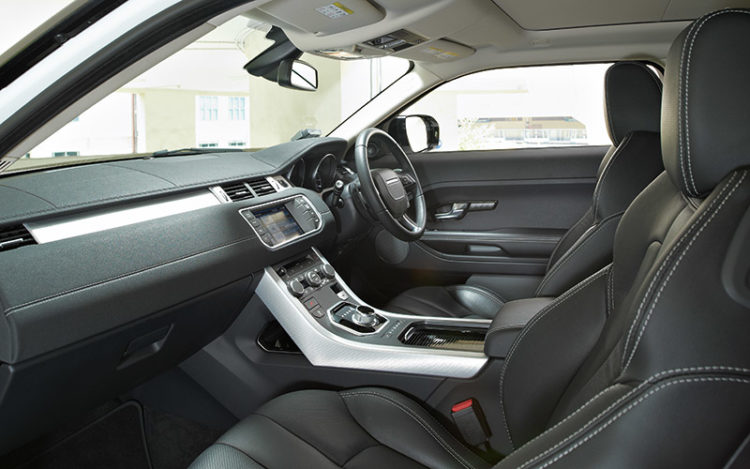 EVOQUE - Snug and coupe-like cockpit caters to more experienced drivers as visibility is a tad limited compared to the other two. Poor practicality due to the lack of space for oddments, but the Evoque is alone in offering a convenient entry/exit function.
