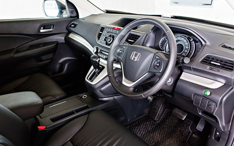 CR-V - Has the fewest amenities (lacks the others' keyless entry/ignition and powered driver's seat), but offers the most room and, thanks to the wide windscreen and big wing mirrors, the best all-round visibility.