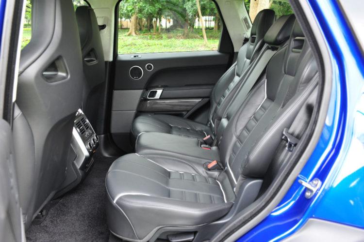 range-rover-sport-svr_backseat