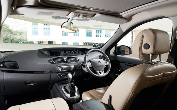 GRAND SCENIC - Feels the classiest, being the only contender with keyless entry and ignition, while the courtesy lights are better positioned than the 5008's. It feels the most spacious, too, with the best headroom and the tallest windows.