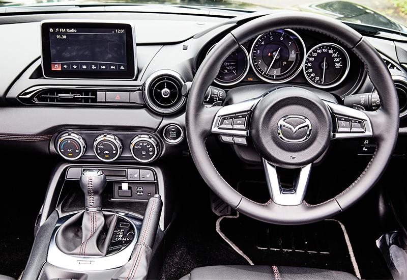 mazda mx-5 cockpit