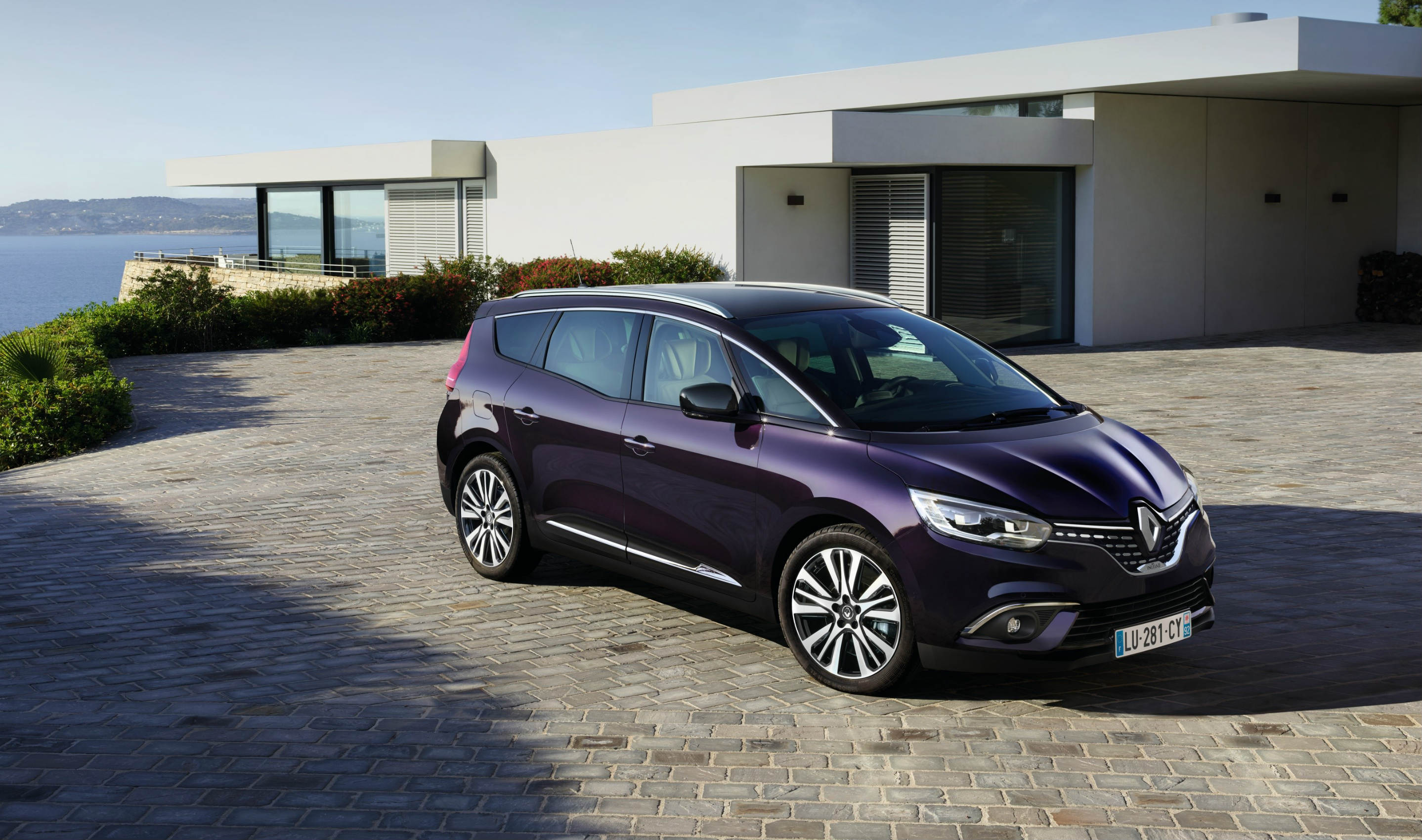 Renault Introduces High End Version Of Grand Scenic Torque