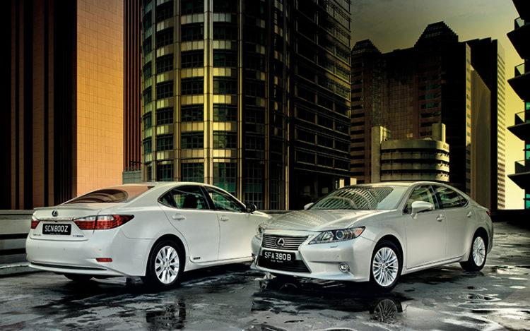 Lexus-ES300h-front-and-rear