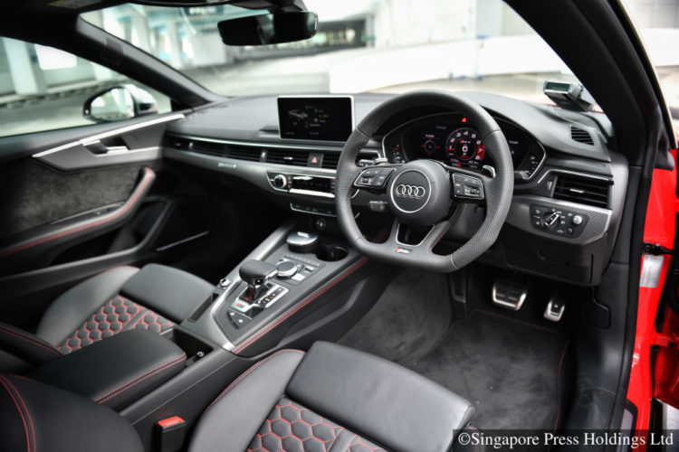 audi-rs5-coupe_interior