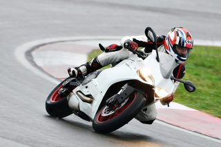 ducati-899-panigale-action