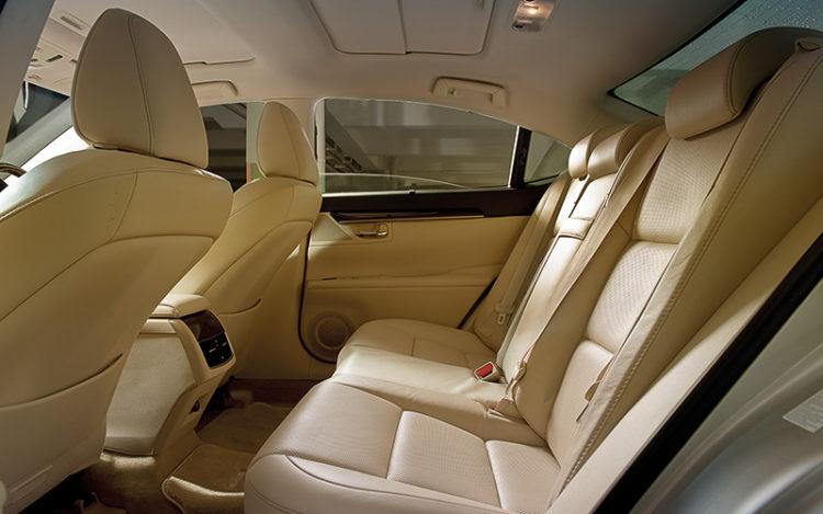 lexus-es300h-backseat