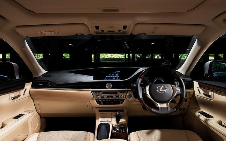 lexus-es300h-interior