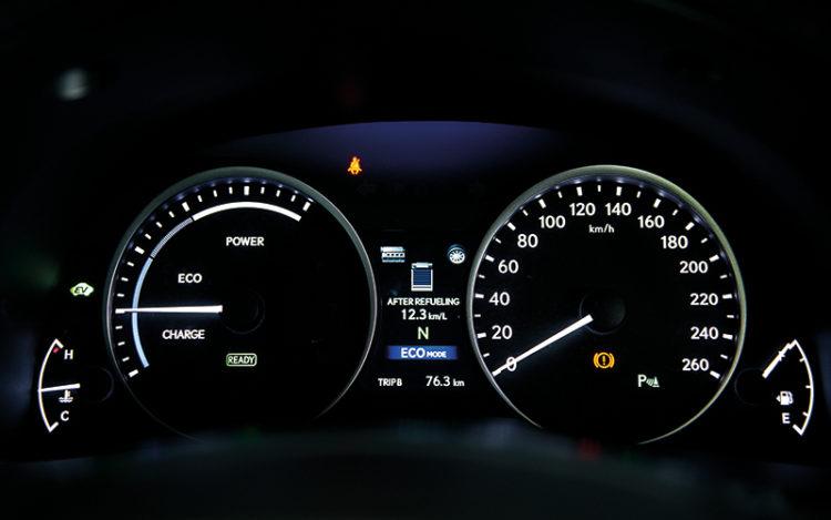 lexus-es300h-meters