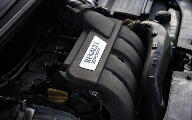 old-renault-clio-engine