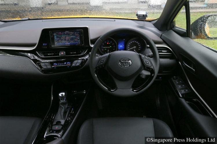 toyota-c-hr turbo interior