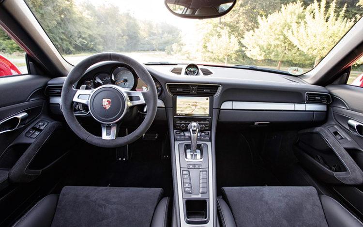911-gt3-cockpit