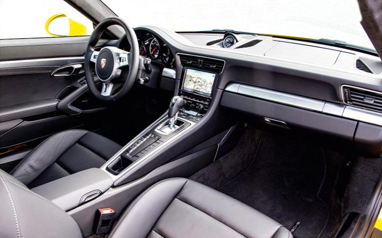 911-turbo-interior