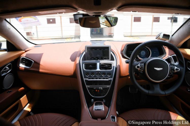 aston-martin-db11-v8_interior