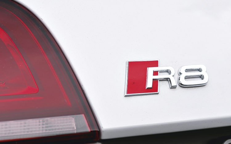 audi-r8-v10-plus-badge