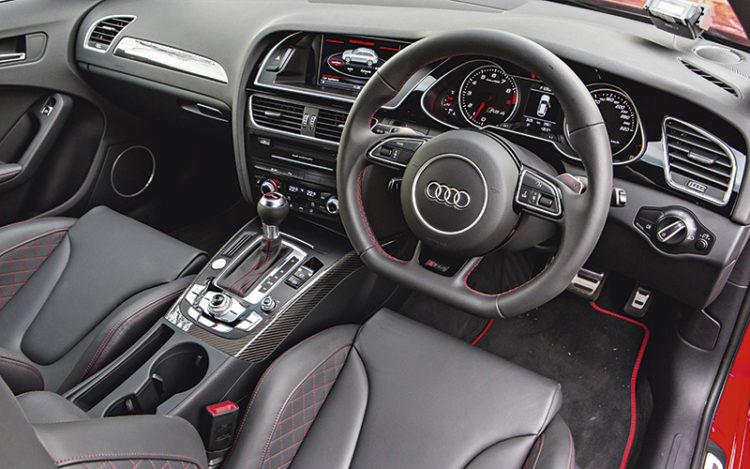 audi-rs4-avant-cockpit