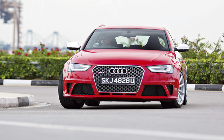 audi-rs4-avant-front-tracking