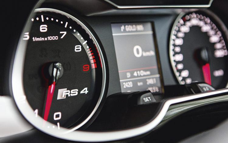 audi-rs4-avant-gauges