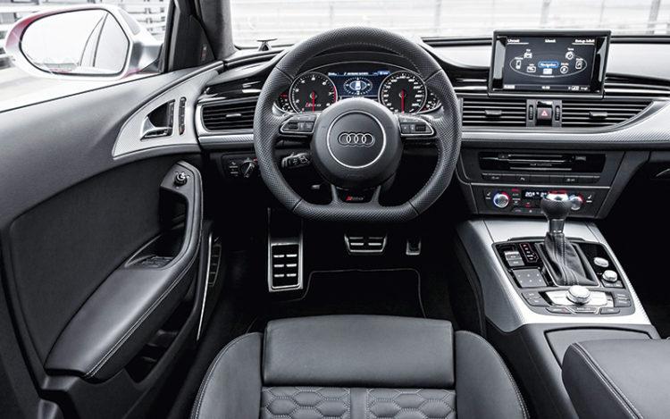 audi-rs6-avant-cockpit